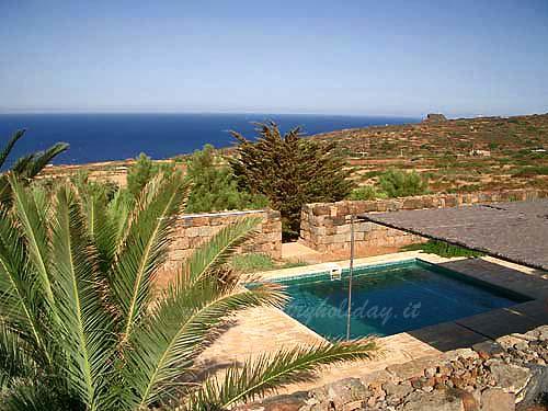 Casa vacanze le bughe pantelleria affitti dammusi - Dammusi con piscina pantelleria ...